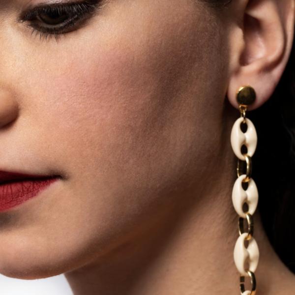 Txine White Long Earrings Model